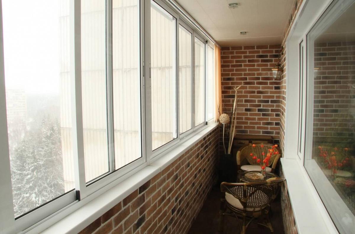 Отделка балкона с холодным остеклением